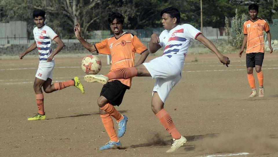 Parshuramiyans (orange) in action against Indrayani FC in the final match of the Kesari Karandak tournament at the Chandrashekar Agashe college ground on Tuesday.