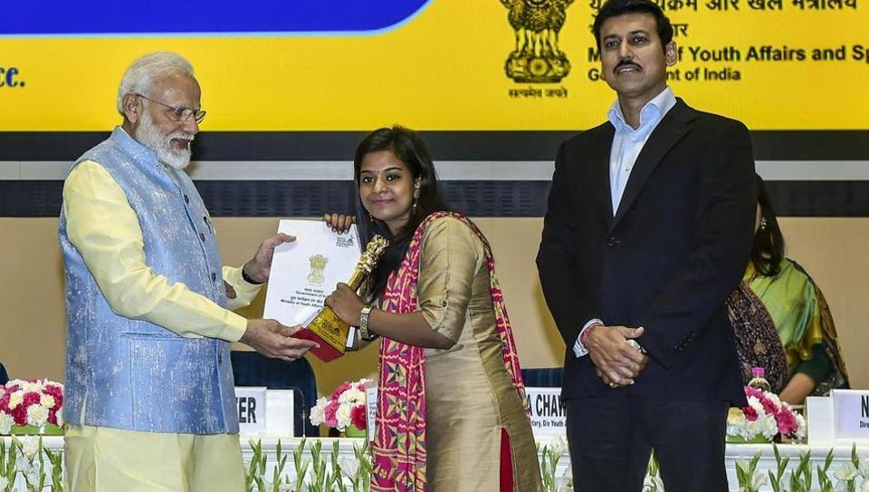 Mamta Kumari receives the award