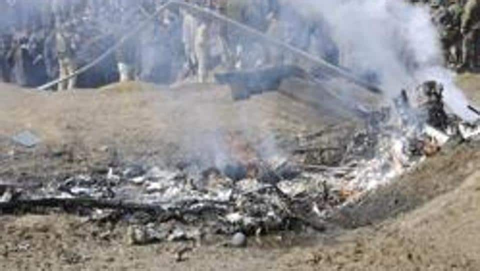 Wreckage of the MI-17 chopper that crashed in Budgam area, outskirts of Srinagar, India, February 27, 2019.Two pilots were killed on Wednesday after an Indian Air Force M-17 chopper crashed in Jammu and Kashmir's Budgam district.