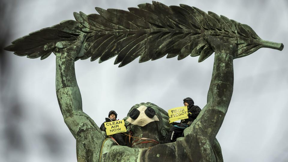Environmental activists of Greenpeace demonstrate against the capital's air pollution on the statue of Freedom on top of Gellert Hill in Budapest, Hungary. (Balazs Mohai / MTI via AP)