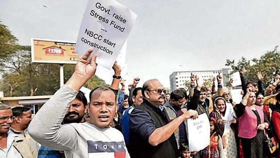 Amrapali homebuyers at a protest against the UP government outside Noida stadium on Jan 20. Virendra Singh Gosain/HT file