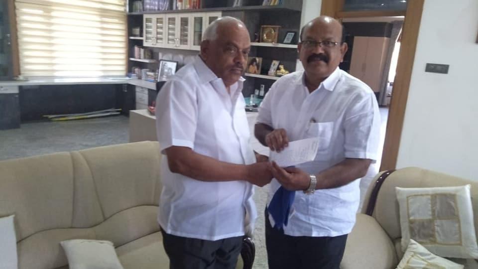 Rebel Congress MLAUmesh Jadhav (right)submitting his resignation to Karnataka assembly speaker  KR Ramesh Kumar on Monday.