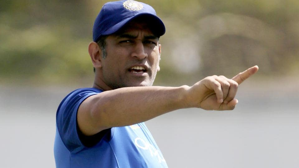 Dhoni makes pitch invader chase him during Nagpur ODI