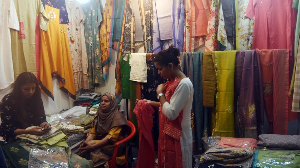 Unfazed by border tension, Lahore designers do brisk