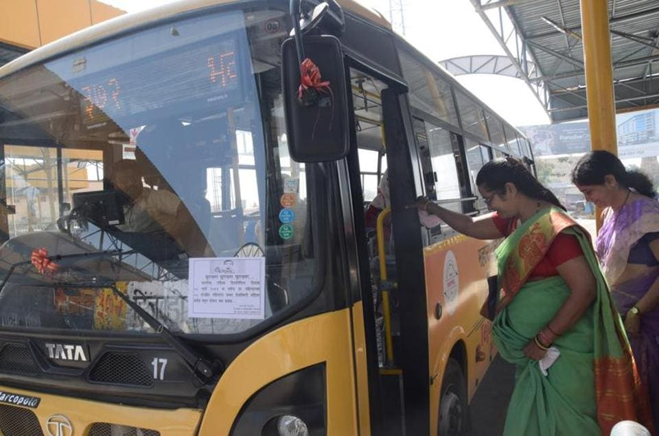 Women passengers Tejaswini service of Pune Mahanagar Parivahan Mahamandal Limited (PMPML)  were  given free travel concession on the occasion of International Women's Day in Nigdi on Friday. (HT PHOTO)