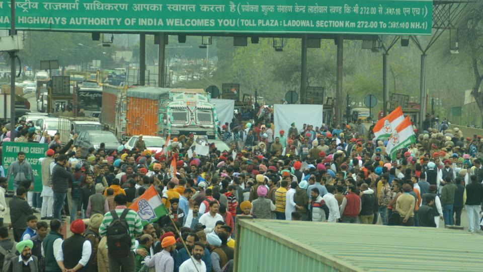 High drama was seen as hundreds of Congress workers and leaders thronged the site, and opened the toll barriers.