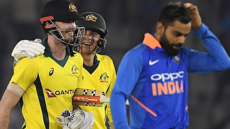 Ashton Turner (L), Jhye Richardson (C) and Indian cricket captain Virat Kohli (R) walk back to the pavilion. (AFP)