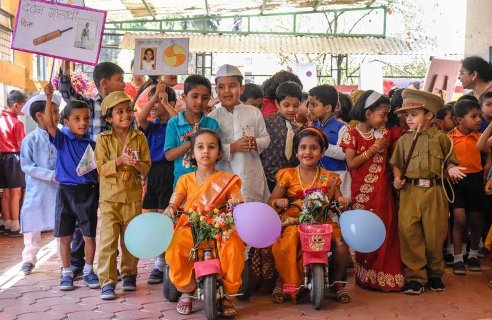 Primary school children seen rallying in support of their party leader.  (Sanket Wankhade/HT PHOTO)