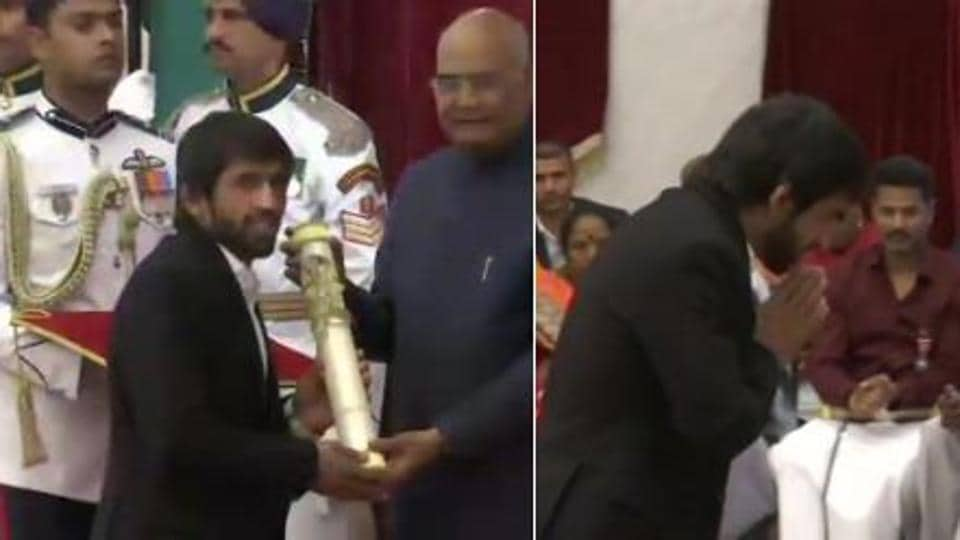 Screengrab of wrestler Bajrang Punia receiving the Padma Shri award from President of India Ram Nath Kovind.