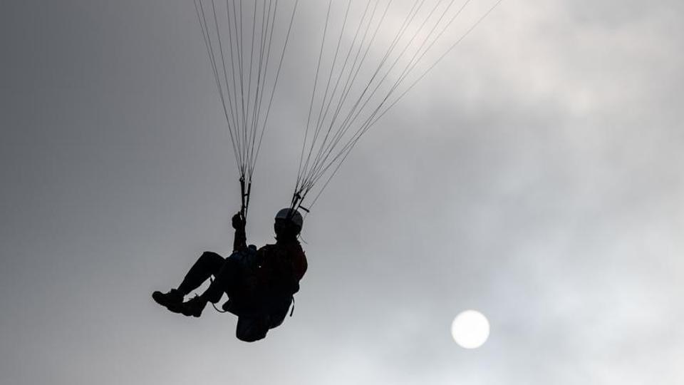 US paraglider pilot,Dhauladhar mountains,India news