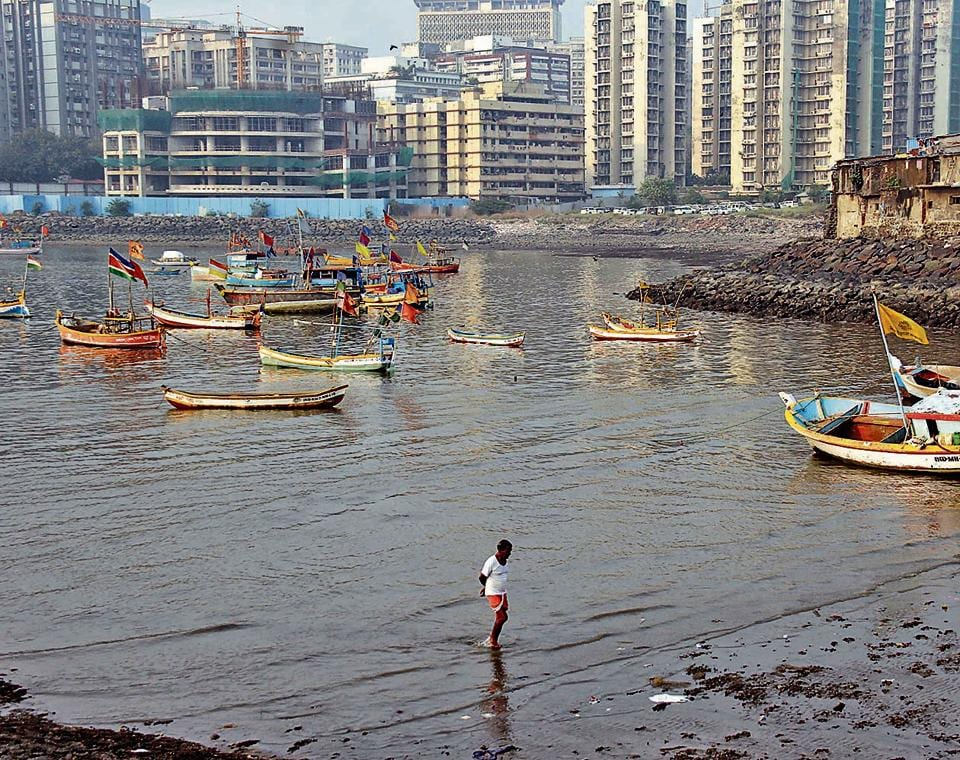 The fishermen claim that despite repeated attempts to initiate dialogue with the BJP-led state government, and the Shiv Sena-led BMC, authorities continue to overlook their demands and politicians and public representatives are apathetic.