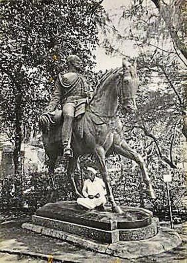The Prince of Wales statue (the original Kala Ghoda), photographed by Foy Nissen.