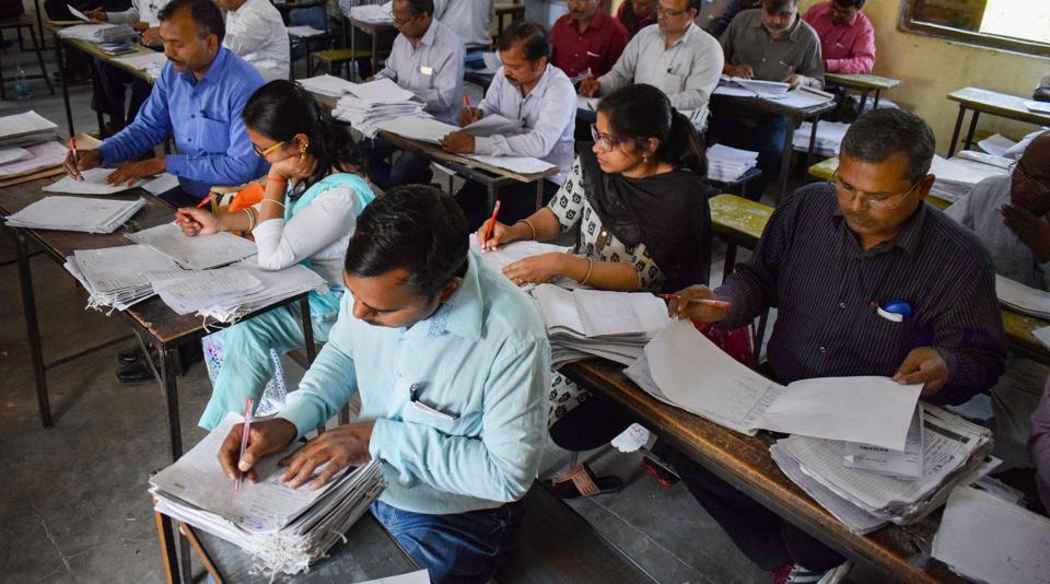 UP Board,UP board paper evaluation,mobile ban
