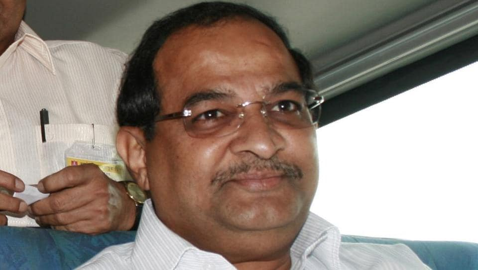 Senior Congress leader Radhakrishna Vikhe-Patil visited the Tuljabhavani temple Osmanabad. Later, he visited Kolhapur, though the purpose of the visit is not known yet.