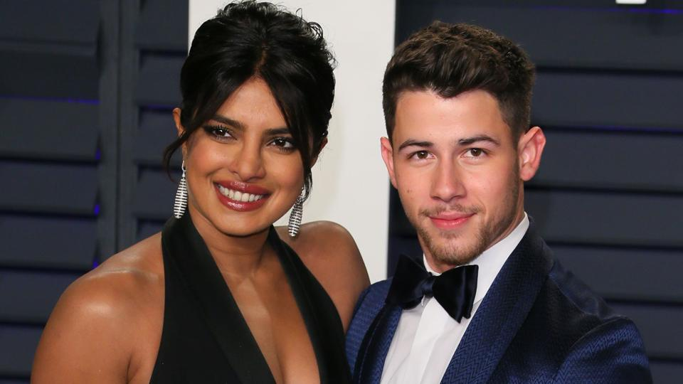 Nick Jonas' exes Miley Cyrus, Selena Gomez bond days after Priyanka Chopra commented on her post