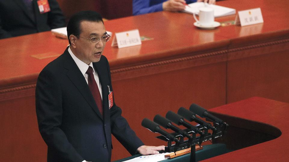 Chinese Premier Li Keqiang delivers the work reports at the opening session of the China's National People's Congress at the Great Hall of the People in Beijing on  March 5ng)