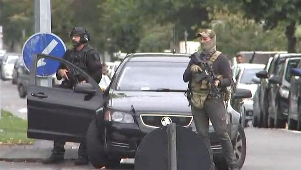 An image grab from TV New Zealand taken on March 15, 2019 shows armed New Zealand special forces arriving outside the mosque following a shooting in Christchurch