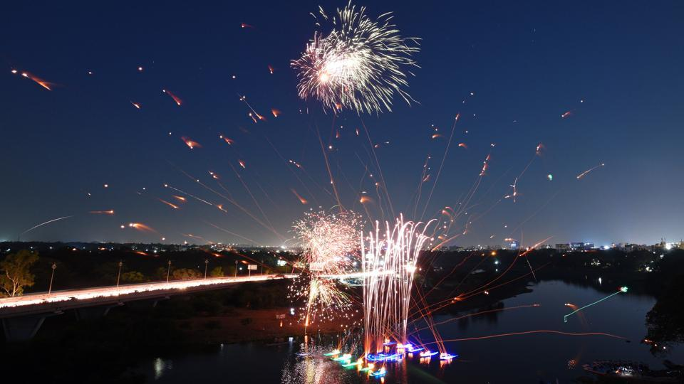 Fireworks on dispaly during the 91st Regatta at Boat Club in Pune, Maharashtra. (Pratham Gokhale / HT Photo)