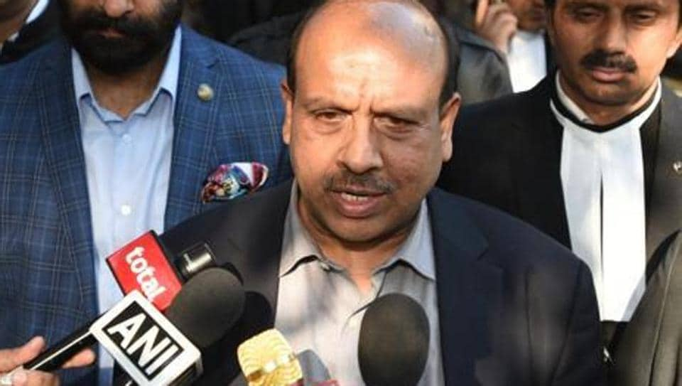 Vijender Gupta, leader of opposition in Delhi Assembly, along with senior party leaders, lodged the complaint, alleging that the AAP, through its call centres, is running a negative campaign to mislead voters in Delhi.