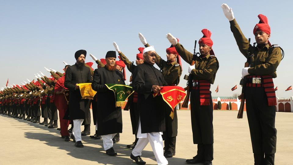 New recruits of the Jammu Kashmir Light Infantry Regiment (JKLIR) take an oath as they take part in a graduation parade at an army base in Srinagar, Jammu and Kashmir. (Waseem Andrabi / HT Photo)