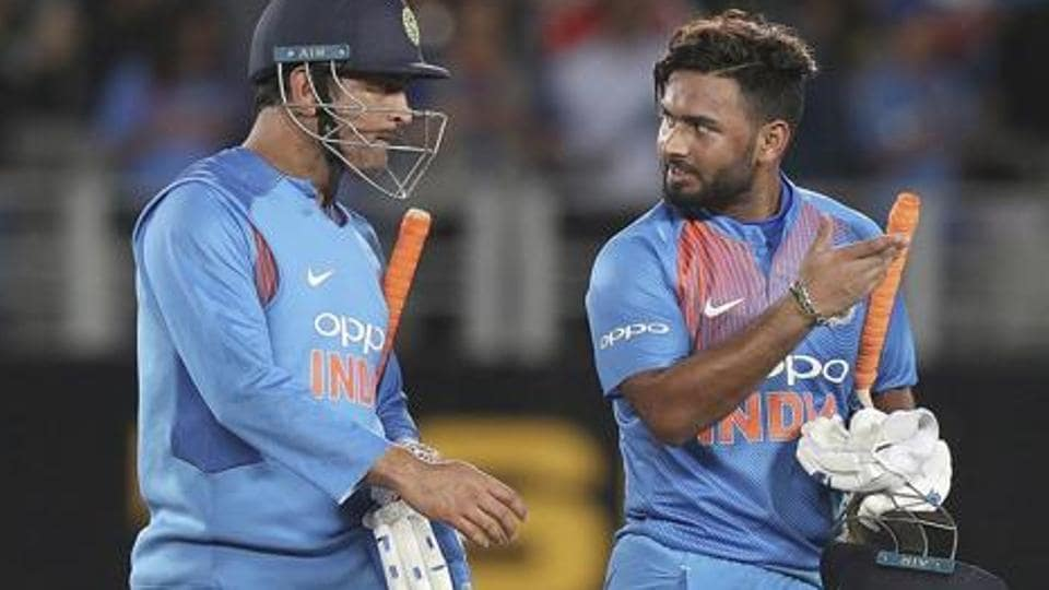 File image of MS Dhoni and Rishabh Pant.