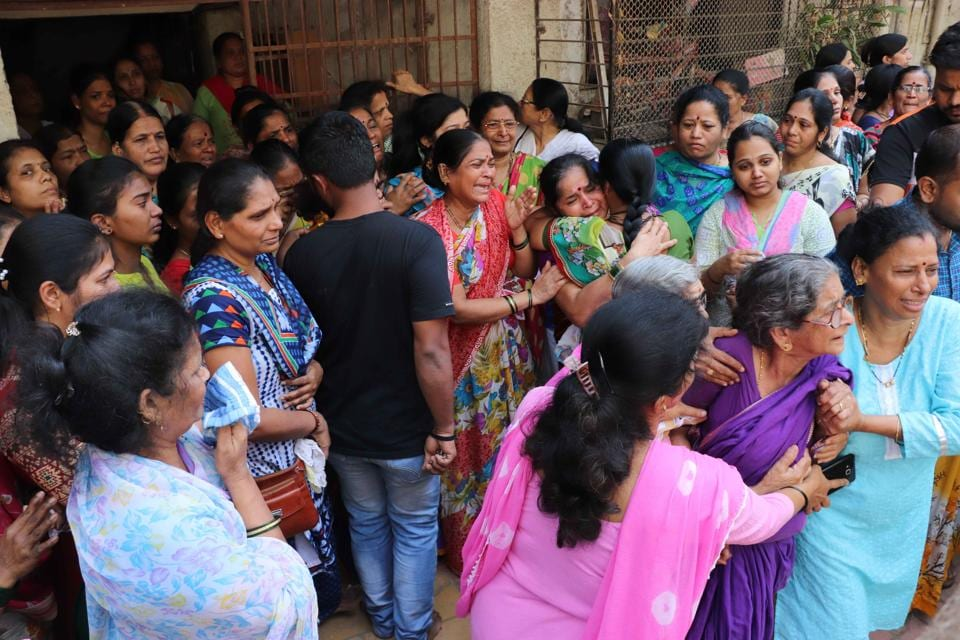 Family of Bhakti Shinde, one of the nurses killed in the bridge collapse on Thursday, during her final rites at Dombivli.