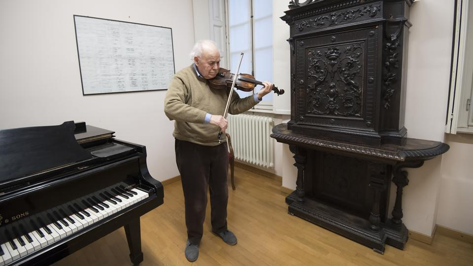 "Retired Italian violinist Renato Perversi plays in a room. Nevertheless, passions can run high at times among the group of musicians. ""Put 60 artists living together, oh la la, you can just imagine!"" said Campisi. The Casa Verdi has a waiting list of around 10 people, who will have to bide their time for a spot until a current resident dies. (AFP)"