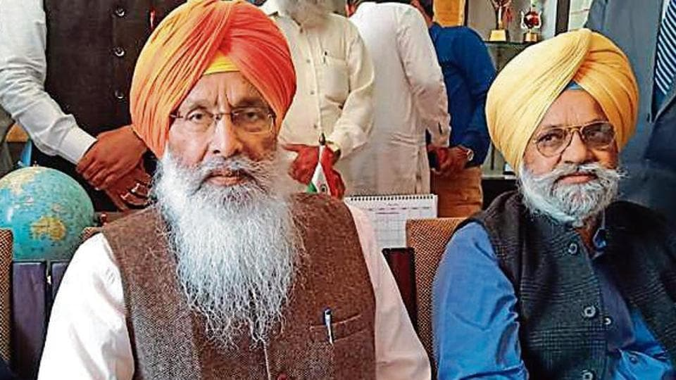 Sukhdev Singh Dhindsa (in saffron turban) was felicitated by some Sikh outfits in Sangrur on Monday, March 18, 2019, after receiving Padma Bhushan.