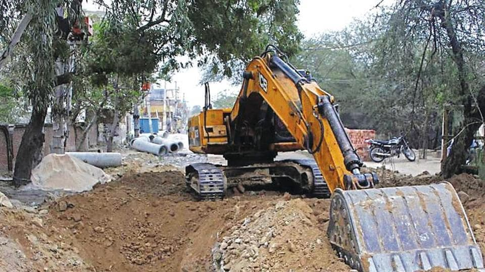 Digging work was being carried out by MCG's contractor to lay a sewer line from Shankar Vihar to the sewage treatment plant at Dhanvapur.