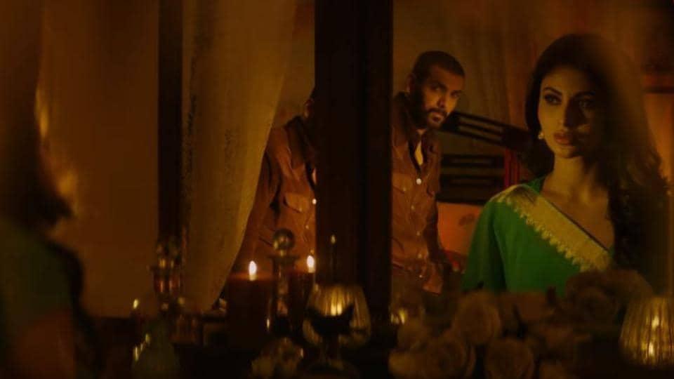 John Abraham and Mouni Roy in a still from Romeo Akbar Walter song Jee Len De.