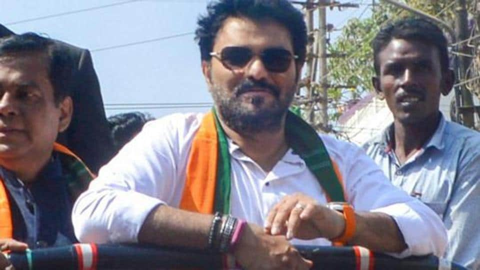 Union Minister and BJP MP Babul Supriyo has been issued a notice by Election Commission for poll code violation.