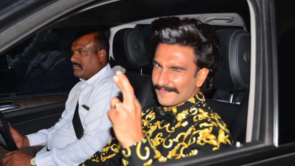 Ranveer Singh spotted leaving his home for the Filmfare Awards.