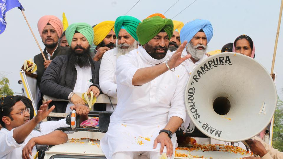 Punjab Ekta Party president Sukhpal Singh Khaira along with other leaders during a road show in Bathinda.