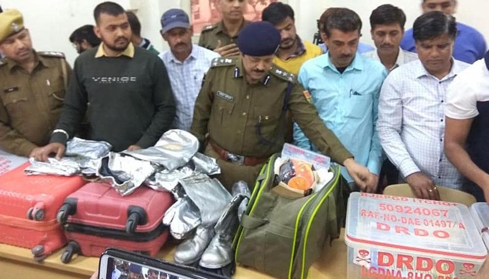 Jaipur police showing the radioactive suit and paraphernalia recovered from the accused.