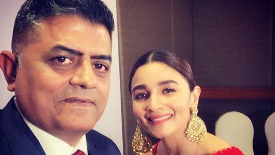 Gajraj Rao poses with Alia Bhatt after winning the Best Actor award for his performance in Badhaai Ho.