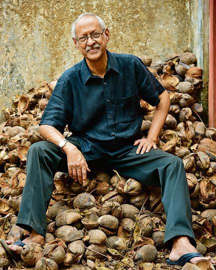 Author Damodar Mauzo