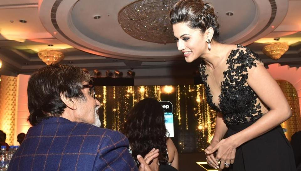 Pink, refreshed: Actor Taapsee Pannu greets Bollywood veteran Amitabh Bachchan at HT Most Stylish. (Pratik Chorge/HT Photo)