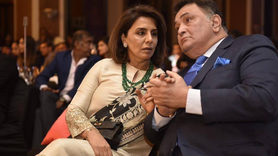Power couple of Bollywood! Neetu andRishi Kapoor at the awards function.  (Anshuman Poyrekar/HT Photo)