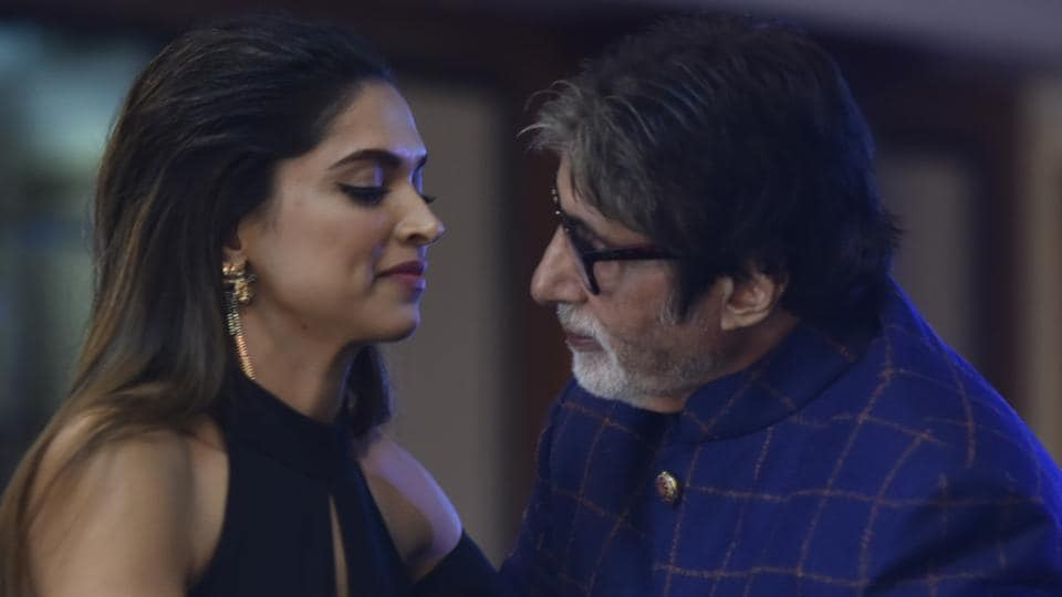 Here's the gorgeous Deepika Padukone and the always spiffy Amitabh Bachchan. The Piku co-stars added a big dose of glamour to HT Most Stylish awards 2017 at Taj Lands End, Bandra in Mumbai on Friday night. (Anshuman Poyrekar/HT Photo)