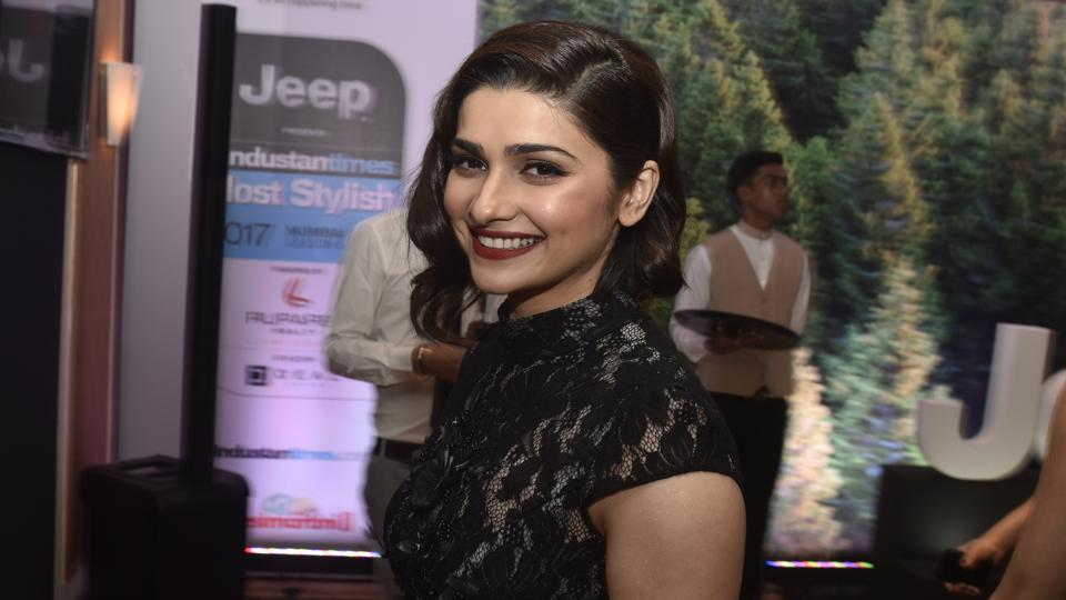 Showing off her dazzling smile, actor Prachi Desai looked gorgeous  in a  black dress, topping it with a retro-esque bob.   (Pratik Chorge/HT Photo)