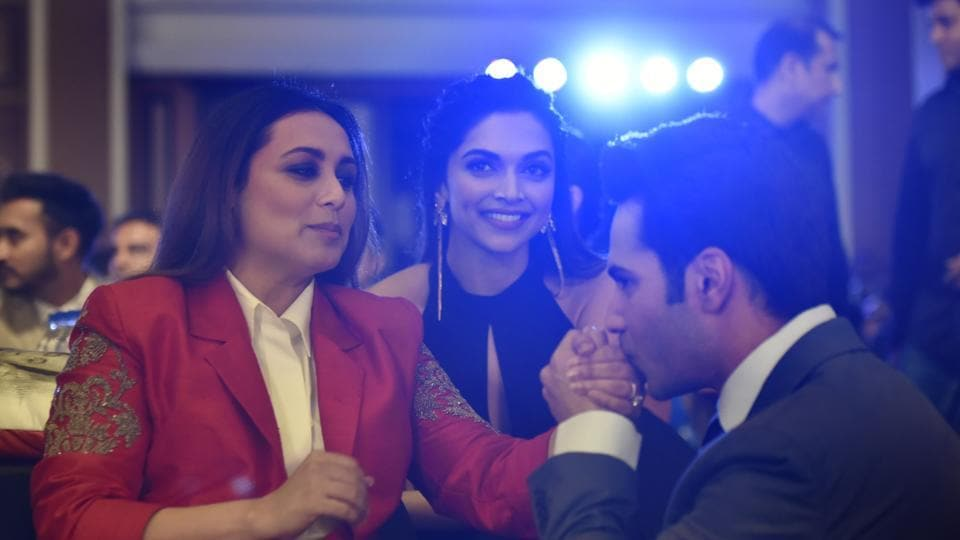 Awww! Actor Varun Dhawan sure knows how to impress the ladies. Here. he's clicked with the beautiful Rani Mukerji and Deepika Padukone.  (Anshuman Poyrekar/HT Photo)