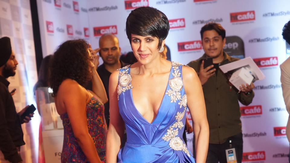 Actor Mandira Bedi's sexy blue gown stole the show, and her ready smile went perfectly with the look. (Prodip Guha/HT Photo)