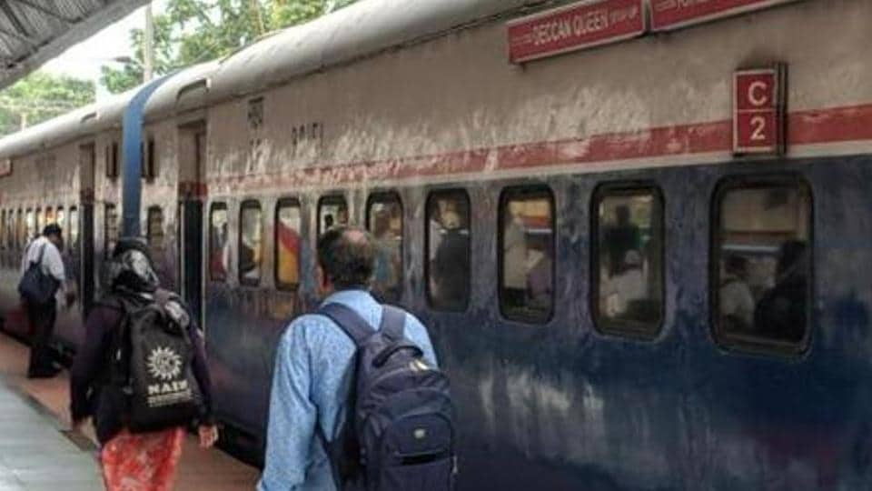 delivery in train,woman gives birth to baby in train,ranchi train