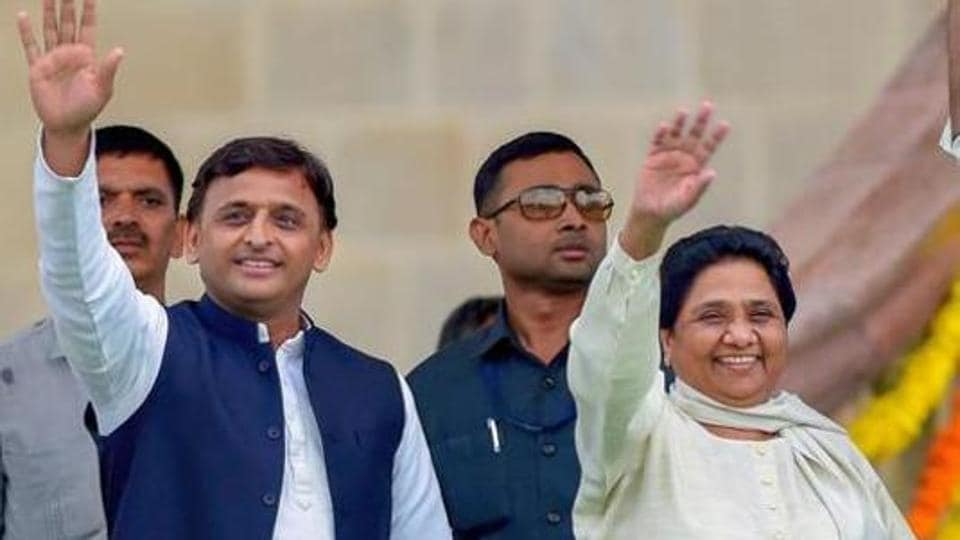 Samajwadi Party chief Akhilesh Yadav tweeted that the teleprompter that Modi uses for his speeches has revealed the reality.
