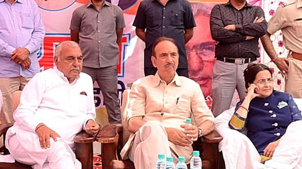 Congress general secretary in-charge of Haryana Ghulam Nabi Azad, former Chief Minister Bhupinder Singh Hooda and other party leaders on the second day of 'Parivartan Bus Yatra', in Dadri district, on Wednesday, March 27, 2019.