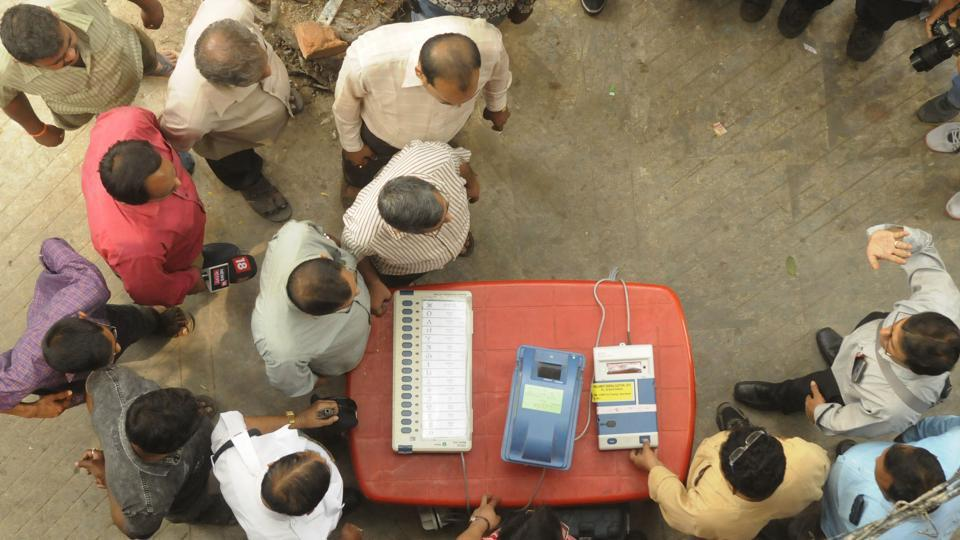Directed by District Election Officer, as part of an awareness programme, officials show EVMs (Electronic Voting Machine) and VVPATs (Voter Verifiable Paper Audit Trail) to people near Shyambazar AV School, in Kolkata, West Bengal, India, on Tuesday, March 19, 2019.