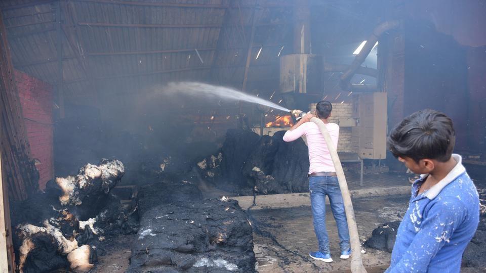 Garment shop in Delhi set on fire, third case in same lane since DecemberPhoto by Sant Arora/HT (Representative Image)