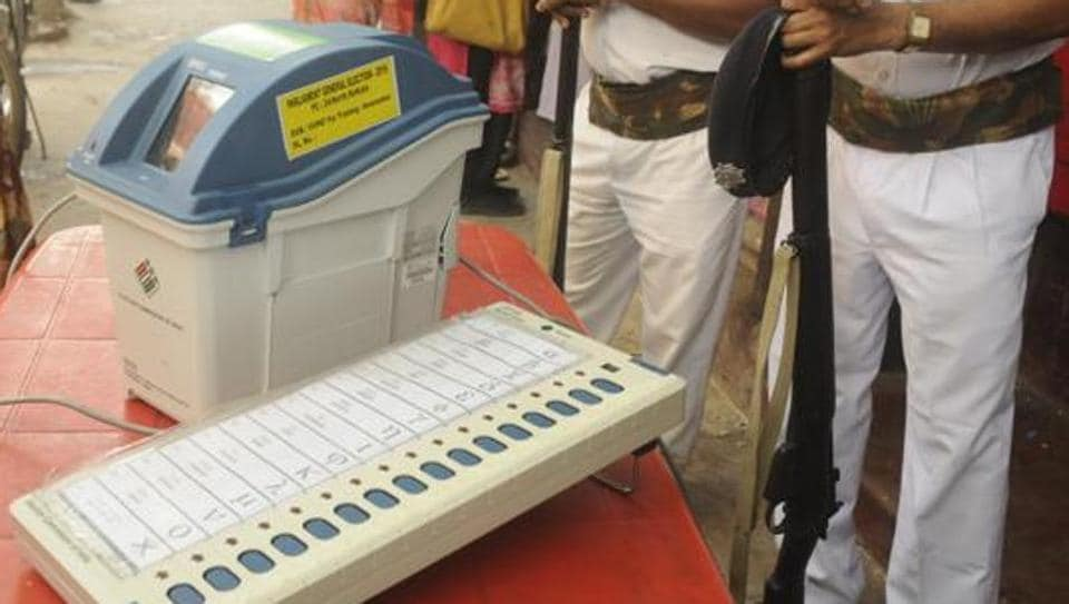 The Election Commission (EC) of India on Friday told the Supreme Court that any change in the present method of counting voter-verified paper audit trail (VVPAT) slips at this stage may not be feasible.