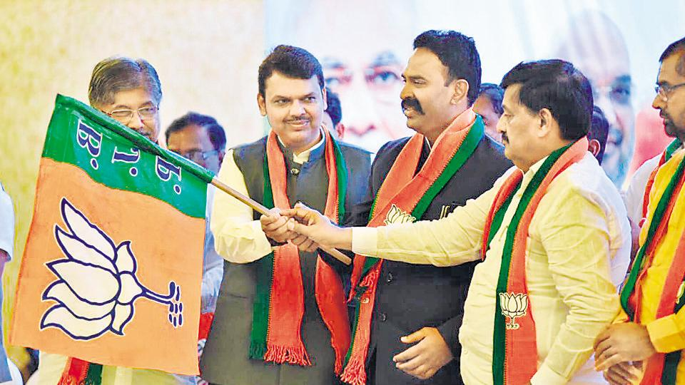 CM Devendra Fadnavis (second from left) welcomes Rajitsinh Naik Nimbalkar (second from right) into the BJP in Mumbai earlier this week.