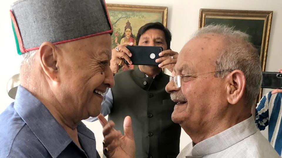 Former chief minister Virbhadra Singh and former union minister Sukh Ram met each other at New Delhi, on Friday, March 29 2019.